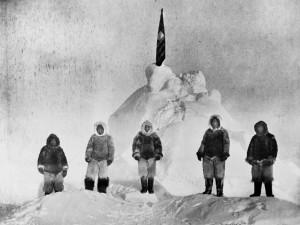 Peary y su equipo en lo que ellos creyeron que era el Polo Norte, y que posteriormente se comprobó que era un lugar situado entre 30 y 60 millas del mismo. Fte: www.nationalgeographyc.com