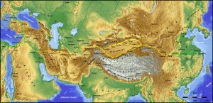 Ruta de la seda en Asia. Podemos observar como existían dos ramales bordeando el desierto de Taklamakan. Fte: wikipedia