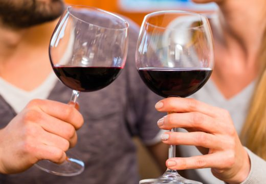 Symply Science [Vídeo]: Las bacterias del intestino ayudan a digerir el vino tinto